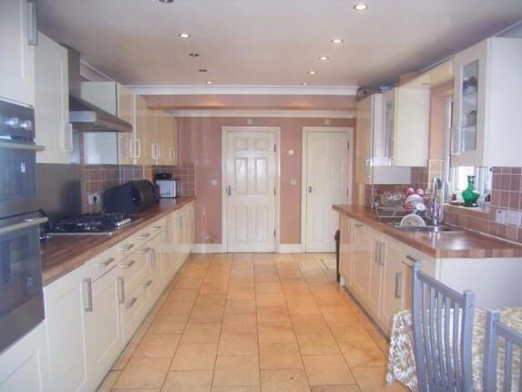 Newly refurbished 5 bed house with 2 baths and back garden ideal for Companies/sharers!