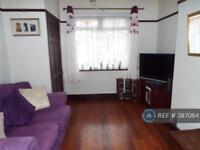3 bedroom house in Leighton Avenue, London, E12 (3 bed)