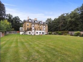 One bed apartment in period property with private parking space and landscape gardens