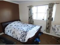 DOUBLE ROOM SHARED WITH PROF LADY - SINGLE OR PERSON WITH CHILD WELCOME IN BARKING.