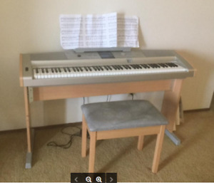 Like New YAMAHA KEYBOARD WITH ALL ACCESsORIES