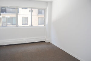 Lease Transfer: Spacious 3 1/2 Apartment Near McGill for Oct. 1