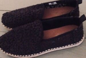 Toms Flats - Size 8.5