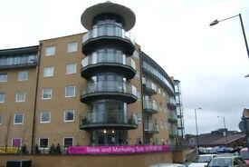 Luxury Flat large DOUBLE ENSUITE Room,Feltham,Heathrow ,fast train Waterloo 25min.RICHMOND,LONDON
