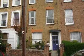 3 bedroom flat in Sussex Way, Holloway Road, N7