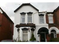 Large en-suite room in specious house available NOW!!! - BILLS INCLUDED - PROFESSIONAL LANDLORD