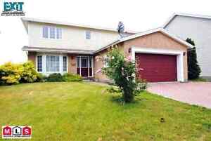 LARGE 6 BRM FAMILY HOME W/ DOUBLE GARAGE AND OCEAN VIEW!
