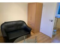 SELF CONTAINED ONE BED FLAT CLOSE TO LOCAL AMENITIES - CALL RICCARDO NOW FOR VIEWINGS!!