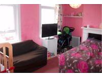 Upton Park: Spacious Studio Flat To Let ( off Green Street)