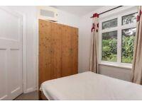 DOuble bedroom in Twuckenham town center (Richmong Borough)