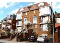2 Bedroom Raised Ground Floor Flat in Hendon Central