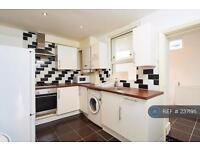 5 bedroom house in Church Road, London, N17 (5 bed)