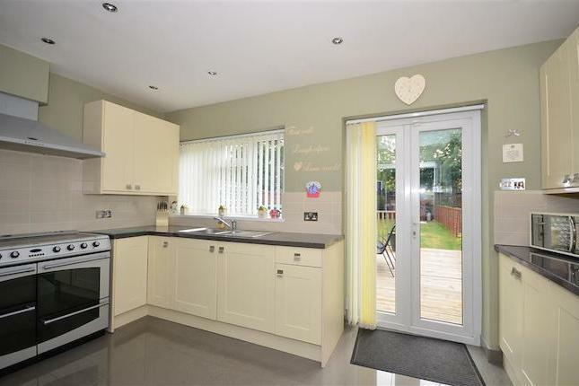 NEWLY REFURBISHED 3 BED HOUSE TO RENT IN DAGENHAM. CLEAN AND MODERN. CLOSE TO DAGENHAM HEATH ST.