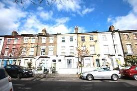 2 bedroom flat in Mayton Street, Finsbury Park, N7