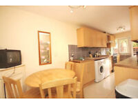 Cozy and spacious 4 bed flat with a living room available in September, ideal for students