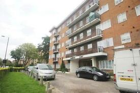 3 bedroom flat in Amhurst Park, Stoke Newington, N16