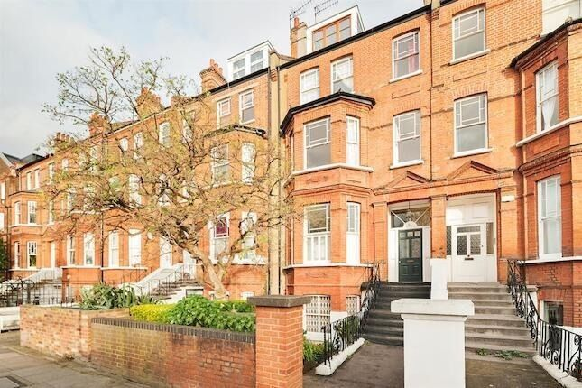 A well presented two bedroom + study room flat in Swiss Cottage;