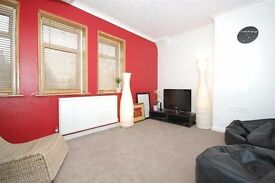 A very lovely big double room available for a single person in lovely house share in Morden