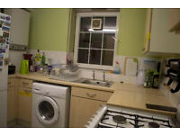 Lovely 4 bed with no lounge in Angel ideal for sharers! only £600pw! available mid April!