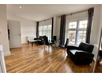 2 BED/MODERN/PRIVATE TERRACE/RECENTLY REFURBISHED/WOOD FLOORS/EXCELLENT TRANSPORT LINKS