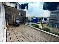 3 BED/TOP FLOOR/SPACIOUS/LARGE KITCHEN DINER/SEPARATE RECEPTION ROOM/WOOD FLOORS/PRIVATE TERRACE