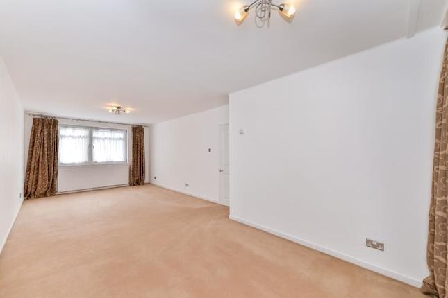 **Regents Park** 3 Bedroom property with SEPARATE RECEPTION - Underground PARKING - COMMUNAL GARDENS