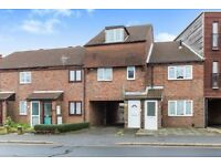2 Bedrooms House to Let in Twyford Avenue ideal location easy access to Southsea & Gunwharf Quays