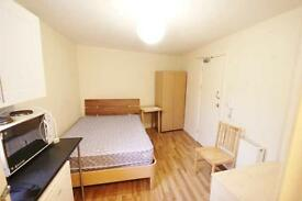 Studio Flat in Station Road, Harrow On The Hill, HA1
