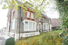2 bedroom flat in Mountview Road, Finsbury Park, N4