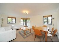 Remarkable and Spacious first floor Flat with Balcony and Parking --Canary wharf
