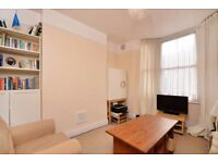 *NEW* charming one-bedroom flat next to the Victoria Park