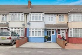 3 bed terraced house to rent in Petersfield Avenue, Slough SL2