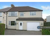 4 bedroom house in London Road, Staines-Upon-Thames, TW18 (4 bed) (#1064555)