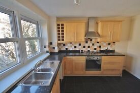 2 DOUBLE BEDROOM SPACIOUS CITY CENTRE APARTMENT WITH PARKING, COMMUNAL GARDENS AND DISTANT SEA VIEWS