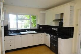 7BED HOUSE,1 BATH,2 TOILETS, 3 CAR PARK SPACE,GARDEN,2 MINS FROM (TRAIN STATION/BELMOUNT)