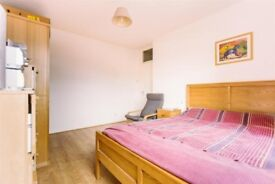 Lovely double bedroom with private bathroom! Call now!