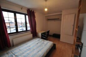 Large Double Room in a quiet professional house share. 8 mins walk to Zone 2 New Cross Gate Station