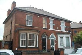 Large 4 Bedroom Semi-detached Victorian house - Large Garden