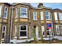 Double room to let in 4 bedroom double bay fronted Victorian house, close to the beach and shops