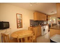 Spacious 4 double bedroom house with living room and garden ideal for sharers in Borough!