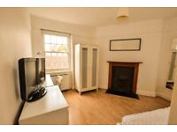 Spacious 2bed apartment with kitchen/diner,newly refurbished,Available 11th Oct,5min walk to station