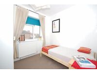 bright single box room for single person in Morden. House minutes from Morden Tube Northern line