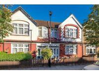 BRUCE GROVE - LONDON OVERGROUND FEW STOPS TO LIVERPOOL STREET