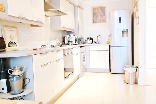***Stunning 2 Bedroom 2 Bathroom ground floor flat to rent in Rayners Lane***