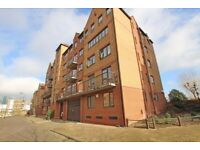 2 bed flat to let Amsterdam Road e14 part dss/student accepted