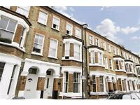 LARGE BRIGHT 3 BED FLAT IN VAUXHALL SW8 AVAILABLE NOW