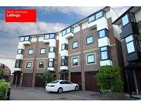 SUPERB 4 DOUBLE BEDROOM 3 BATH TOWNHOUSE OFFERED FURNISHED IN ISLE OF DOGS AVAILABLE NOW