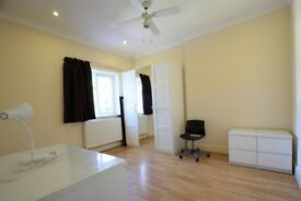 Astonishing double bedroom in Hackney available now! Private bathroom!