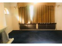 Lovely 3 bed Bunglow In Woodland Avenue Hornchurch RM11 2QU with 2 toilets, PDSS Welcome