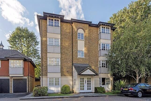 Studio Flat in private block with parking, close to Wimbledon Common & Southfields - NO AGENTS FEES